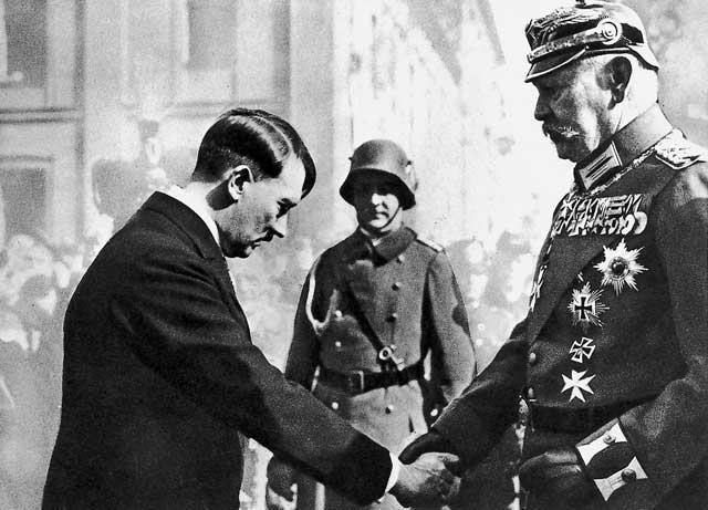 Estatura de Personajes Históricos 1195_Hitler_und_Hindenburg
