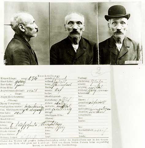 http://www.preussenchronik.de/bilder/585_Strafvollzugsakte_des_Wilhelm_Voigt.jpeg